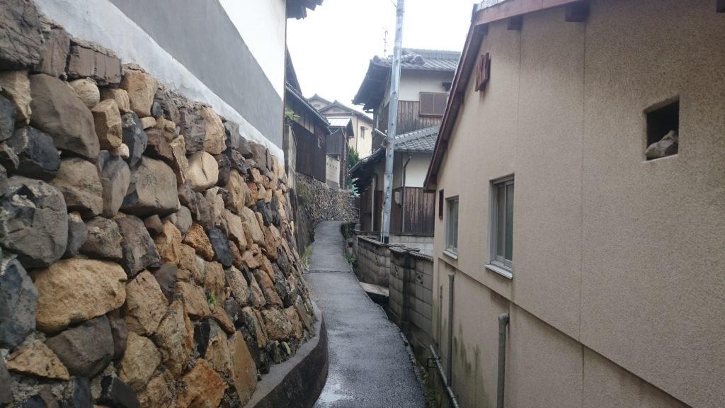 男木島図書館までは道が狭い!