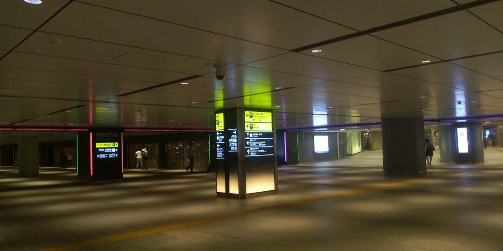 東京駅地下 ゲートが色分けされていてわかりやすい