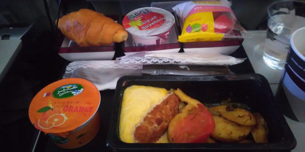 再びカタール航空機内食